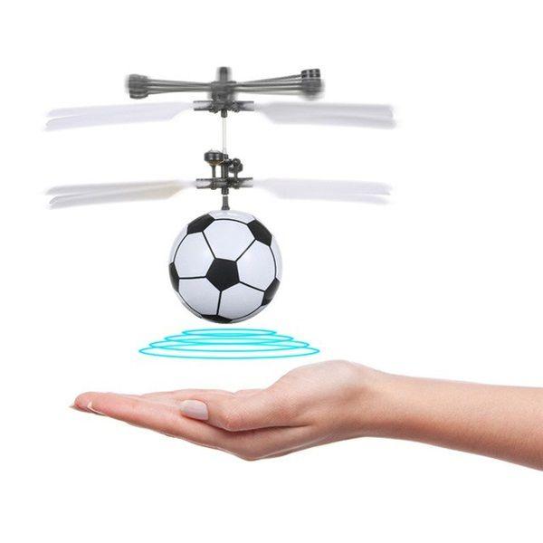 Tenyérrel irányítható, repülő focilabda